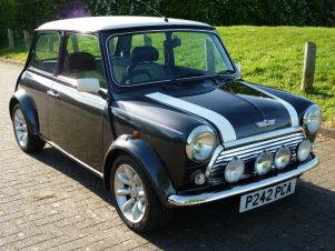 Used Rover Mini around 30 miles from West+Midlands on